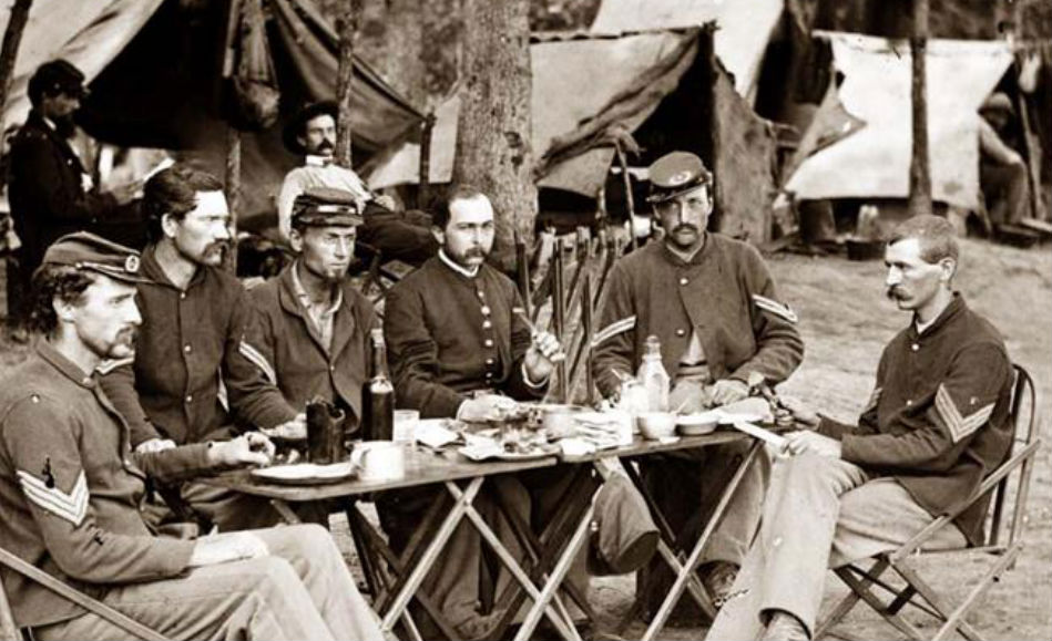 Soldiers-Eating2
